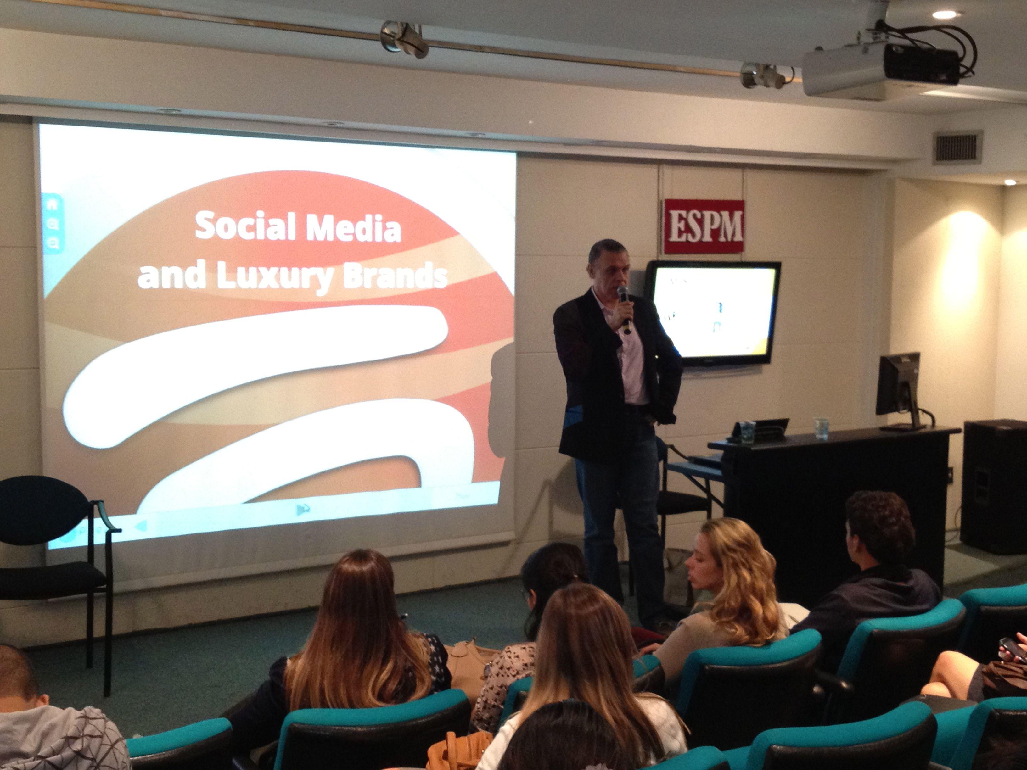 Loy Wanderley da Eloqt no MISTO da Ideia s/a na ESPM-RJ sobre Mercado de Luxo e Mídias Sociais.