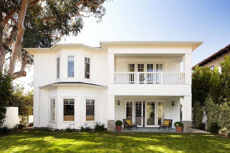 Beautiful traditional style home exterior get the look - Dunn edwards paint colors exterior ...