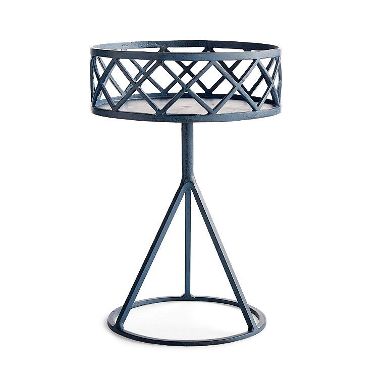 Leonie Plant Stand Plant Stand Frontgate Planter 400 x 300