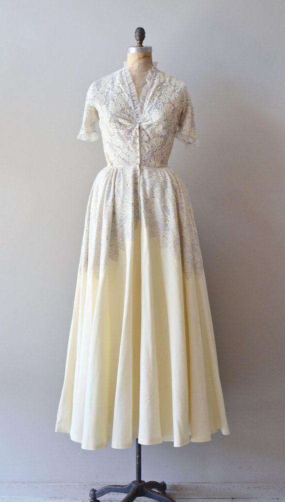 vintage 1940s wedding dress / lace 40s wedding gown / Prima la ...