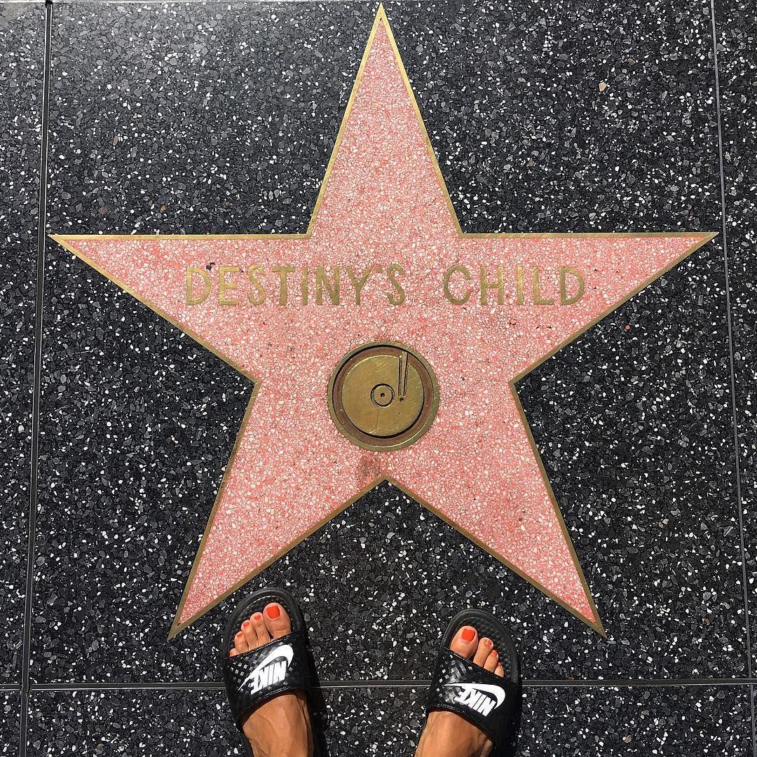 Achei minha estrela na calçada da famy!