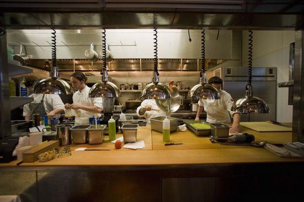 Cara Menjadi Seorang Chef Gaji Seorang Chef Sekolah Kuliner Konsultan Pendidikan Di Indonesia Education Consultant I Starting A Restaurant Restaurant Lease