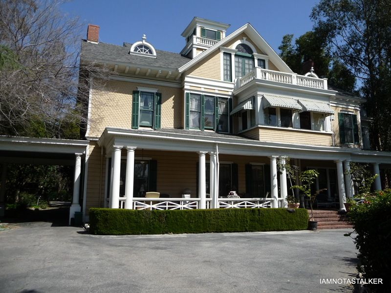 Pin By Michele On Houses In Movies Famous Houses House Matilda