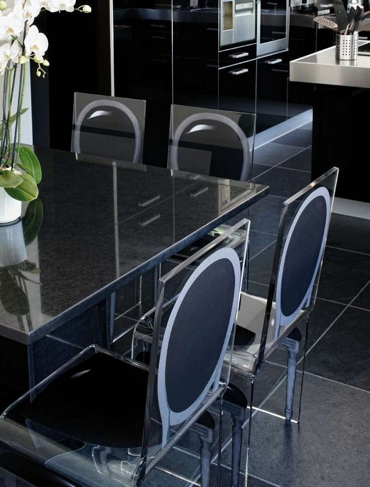 Chaises Transparentes Aqua De Aïtali, Table à Manger En