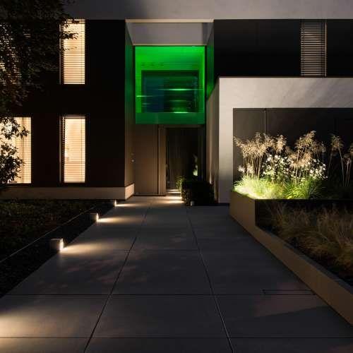Moderner Vorgarten mit Hochbeet, Ziegräsern und individueller - Vorgarten Moderne Gestaltung