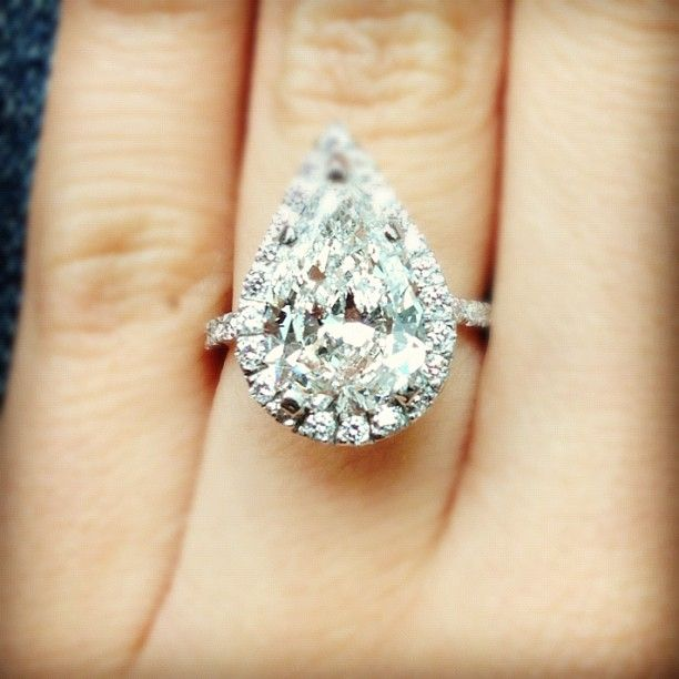 THIS! PERFECT! ...beautiful pear shaped engagement ring ...