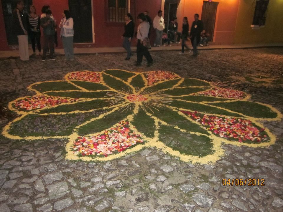 Alfombras de aserrin one of my favorites easter week for Antigua alfombras