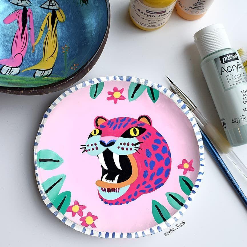 Emma Jayne Allsup Auf Instagram Handgefertigte Und Bemalte Wildkatze Keramikplatte Für Tag In 2020 Ceramic Painting Pottery Painting Ceramic Plates