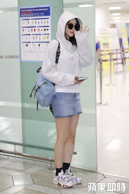 Snsd Yoona With Burberry Backpack New Summer Color Fashion Outfits Summer Fashion