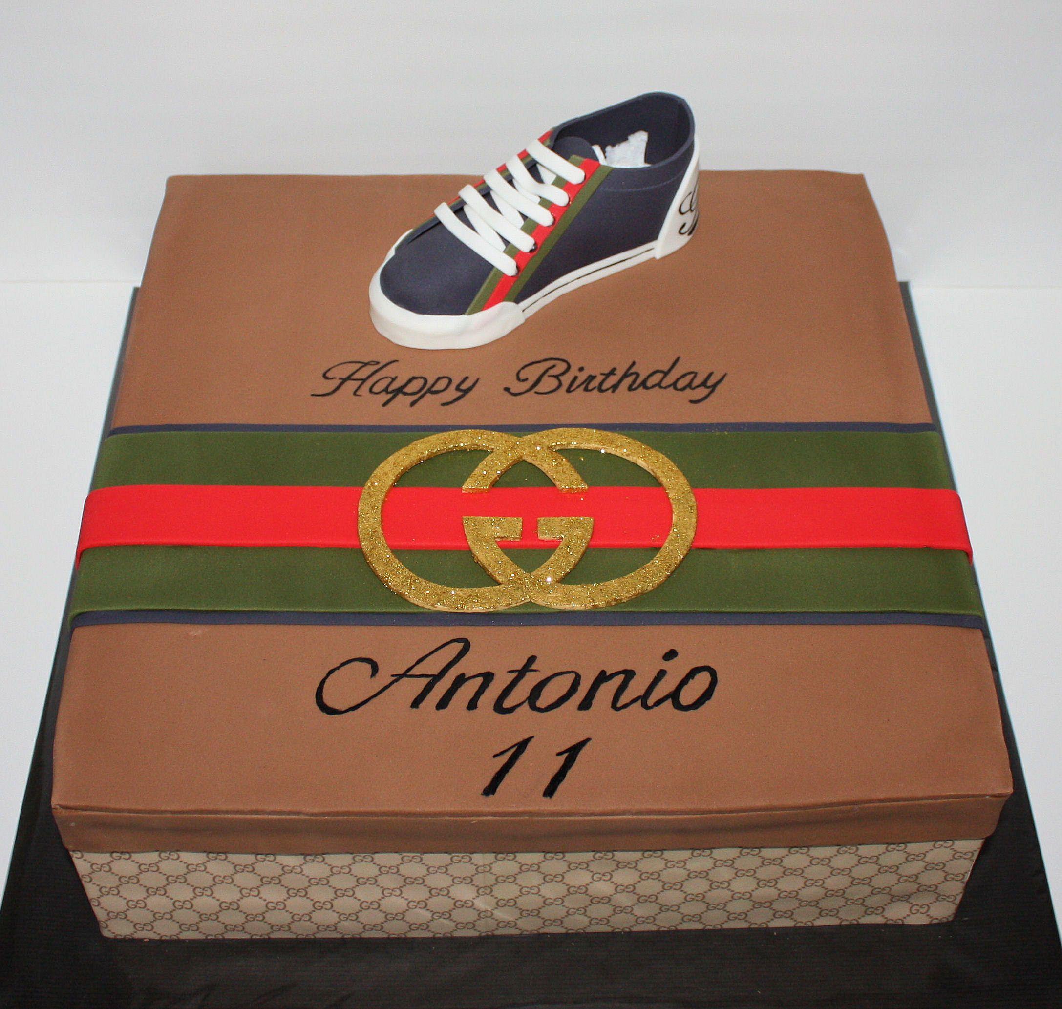 gucci taart Gucci shoebox cake / Gucci sneaker Taart | gucci cakes | Pinterest  gucci taart