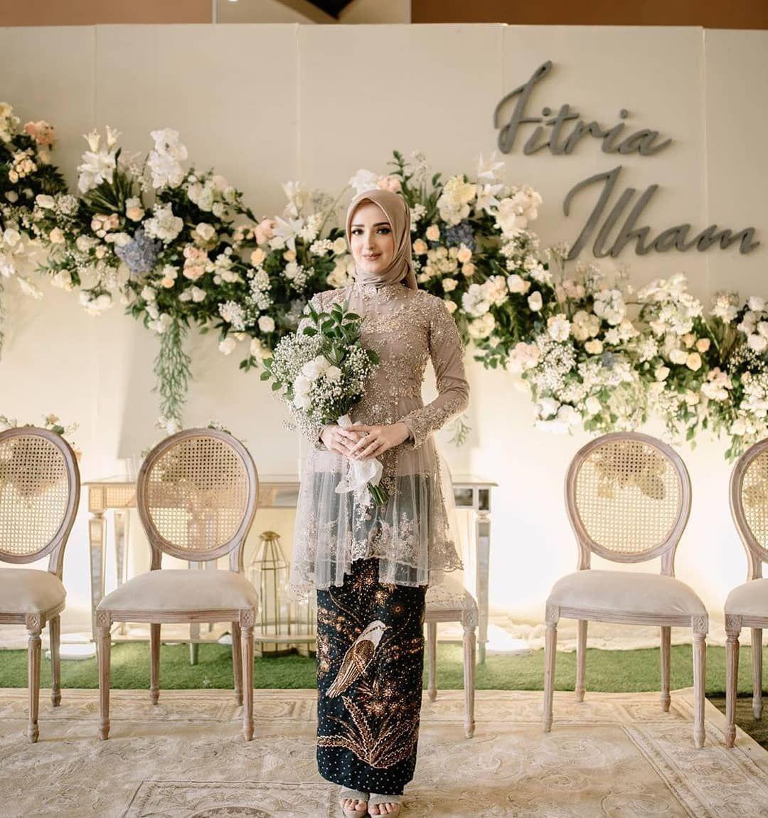 Inspirasi Dekorasi Lamaran Dengan Tata Rias Dan Busana Yang Senada Semua Dikemas Dengan Sempurna Pernikahan Kebaya Pernikahan Pakaian Pernikahan