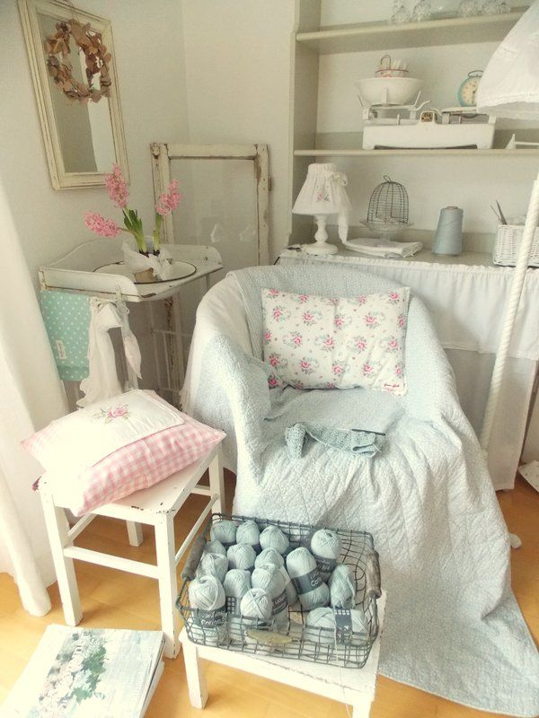 wohnzimmer shabby style coastal style family room shabby chic wohnzimmer with wohnzimmer shabby. Black Bedroom Furniture Sets. Home Design Ideas
