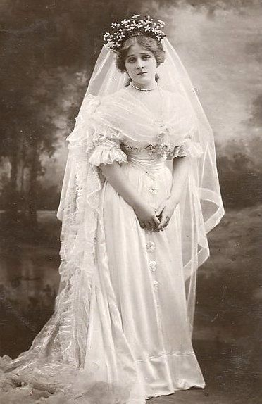 Edna May Pettie (1878-1948) - known on stage as Edna May, she was an American actress, singer and popular postcard beauty,