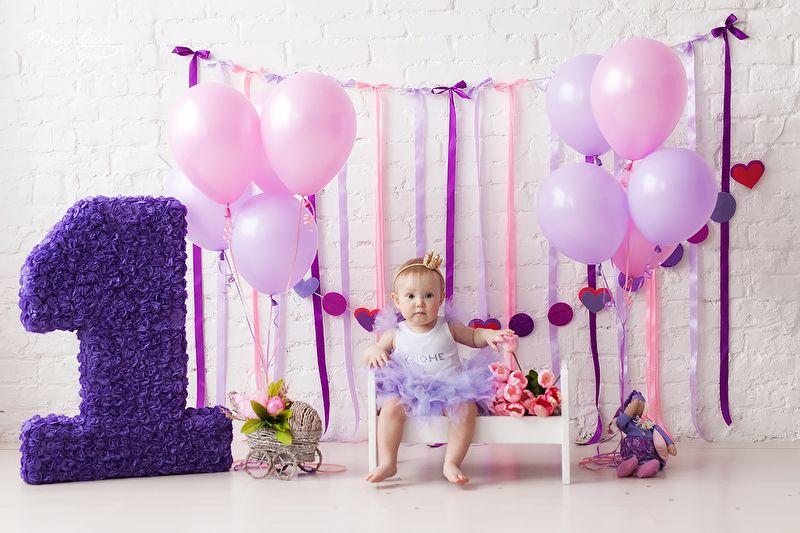 День рождения девочке 1 год фотозона