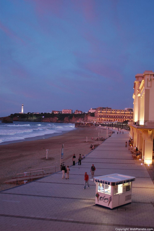 Le Boulevard De Biarritz Dans Le Sud De La France Pays Basque Plage Biarritz Grande Plage Biarritz