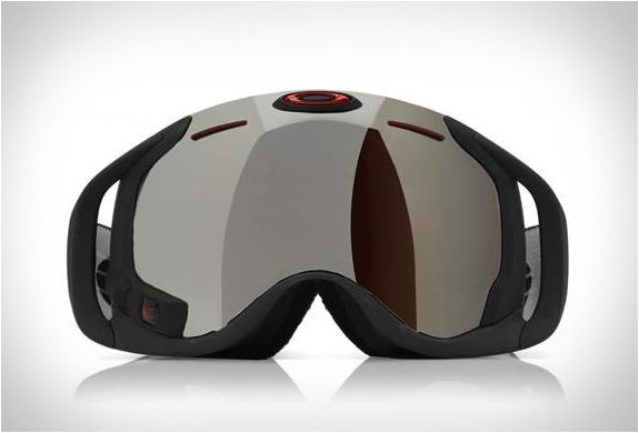 Oakley has unveiled the new Airwave ski goggles. The screen integrates GPS, Bluetooth and more, and features multiple sensors that give you instant access to a wide range of important information. The revolutionary design lets you view jump analysis  with your distance, height and air time. Plus complete interaction with your phone, displaying text messages, controlling your music and answering phone calls.