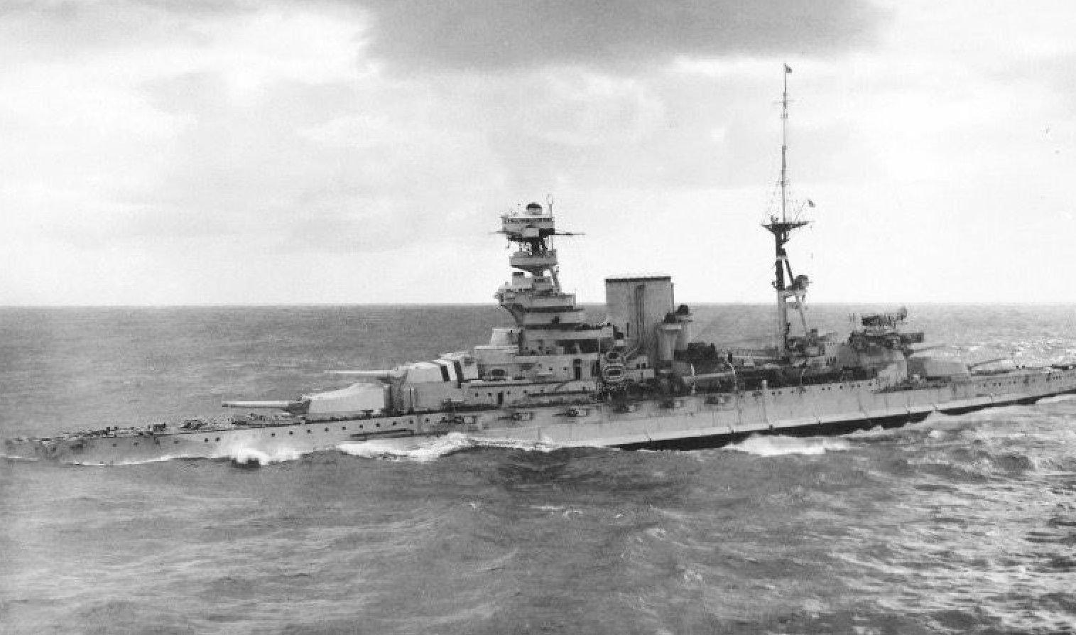 15 In Queen Elizabeth Class Battleship Hms Barham In The 1930s