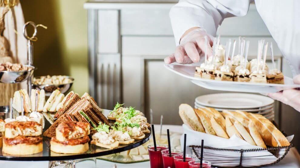10 dicas para organizar um casamento com coquetel food