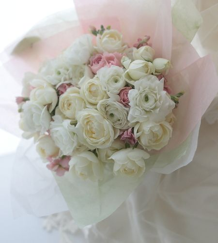 まだ暑さの残る時期、北海道へ生花のブーケとおっしゃってくださったある花嫁様。お二人で単発レッスンにいらしてくださいました。でもまだ暑くて、宅急便で生花は無...