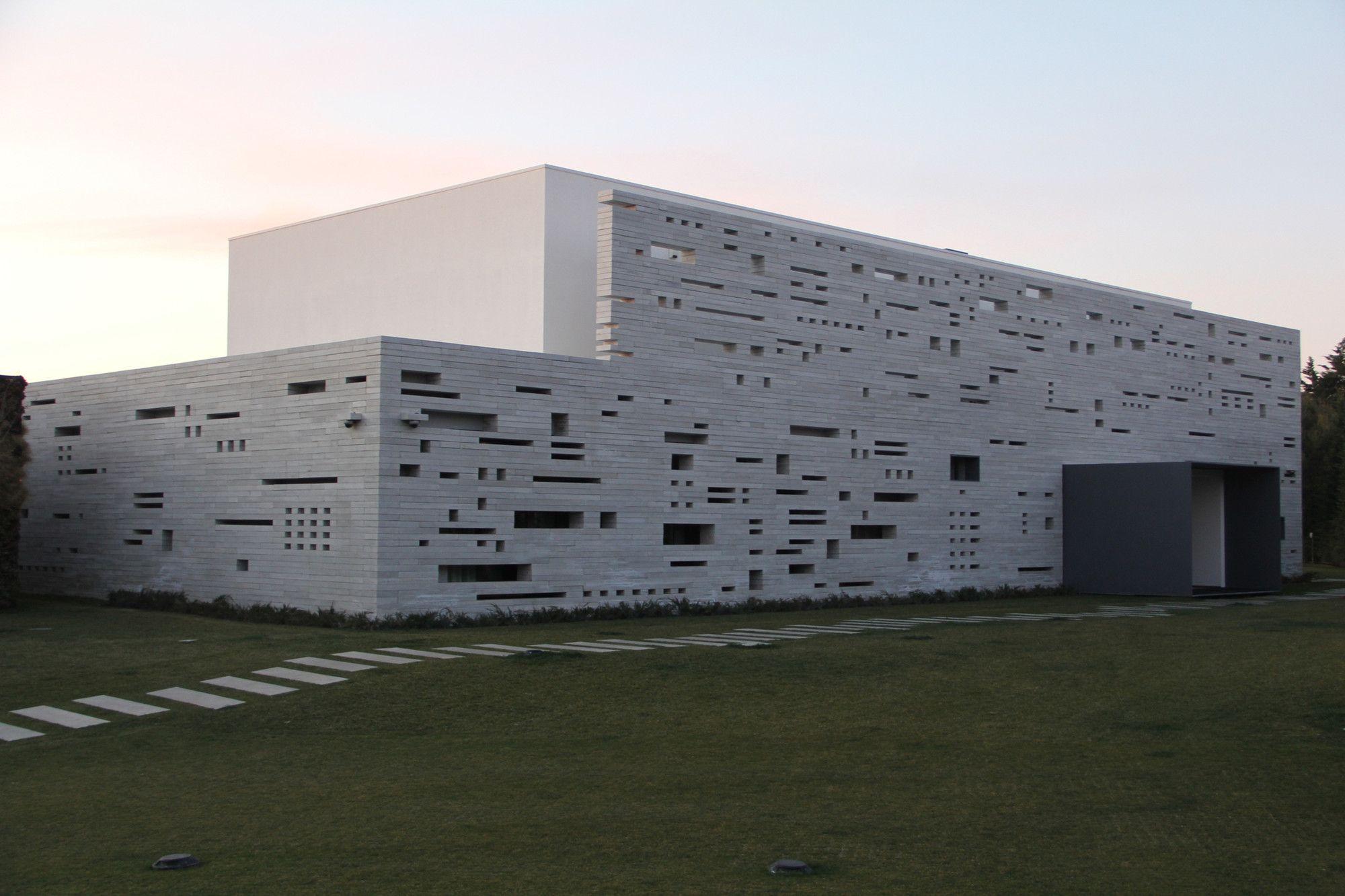Lifting House / Guedes Cruz Arquitectos