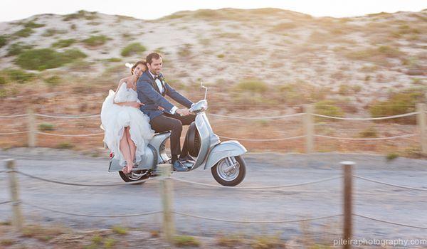 5 carros de noivos diferentes. #casamento #transporte #carrodosnoivos #vespa #mota #Comporta #praia