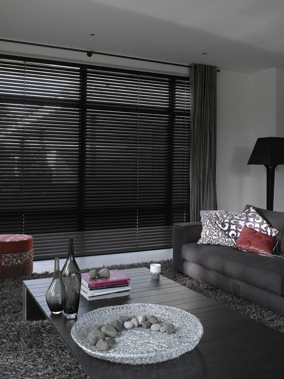 Black Venetian Blinds Very Stylish And Contemporary Curtains With Blinds Blinds Venetian Blinds Living Room