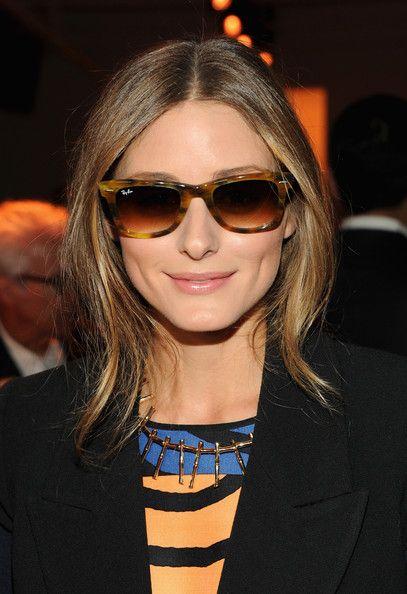 01993d7b33 Olivia Palermo con gafas de sol Ray-Ban Wayfarer en color habana ...