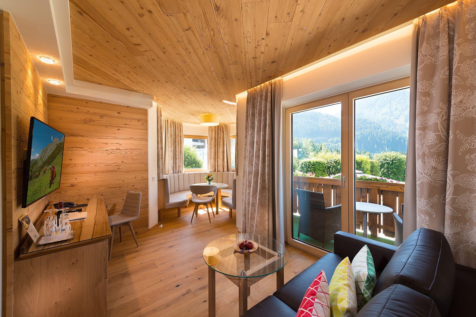 Wohnzimmer Fotos ~ Neue erker familiensuiten wohnzimmer verwöhnhotel berghof