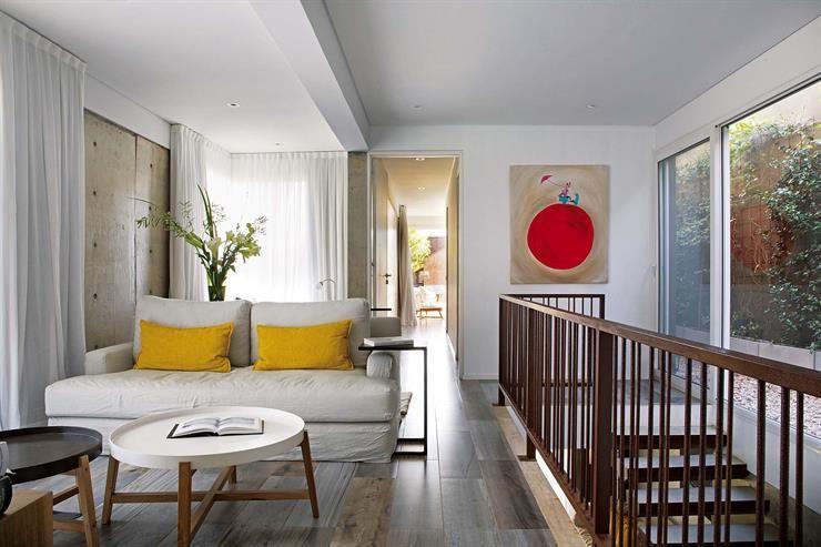 Luz Verde Una Casa Con Centro Abierto Para Aprovechar La Naturaleza Al Maximo Decoraciones De Casa Luces Verdes Dormitorios