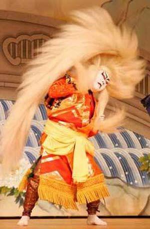 Japanese Kabuki | Japanese kabuki actor Sakata Tojuro performs on stage at Beijing's ...