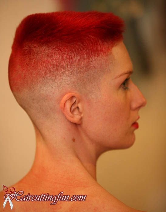 Red Headed Woman Kat Surth With A Brilliant Flat Top Haircut Flat Top Haarschnitt Haarschnitte Fur Kleine Madchen Haarschnitt Ideen