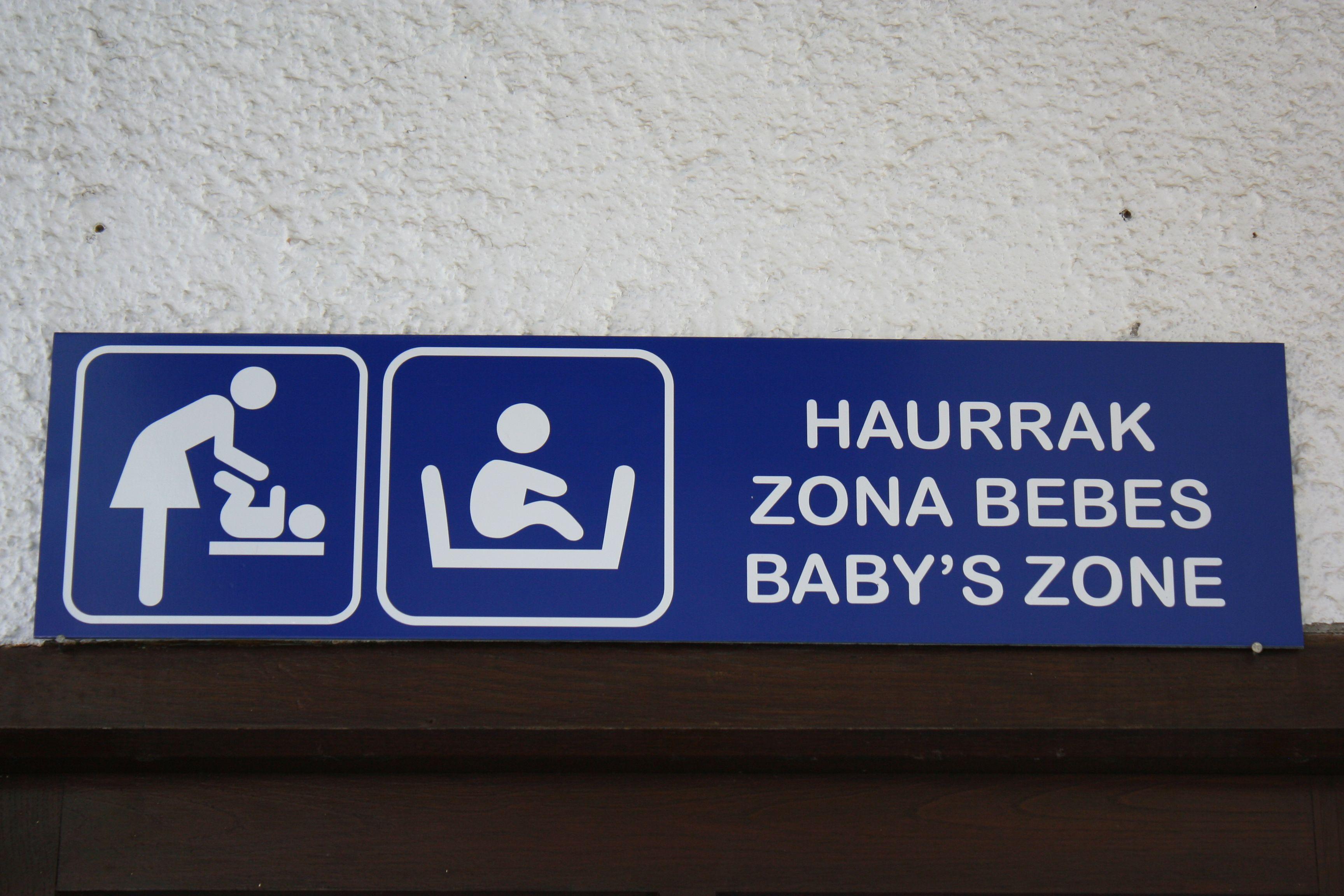 Letrero baño bebes