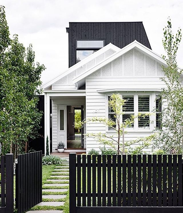 White House Black Picket Fence Or Black House White Picket