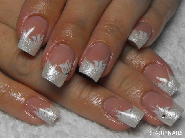 Squiggly French Tip Manicure Trend Ideas