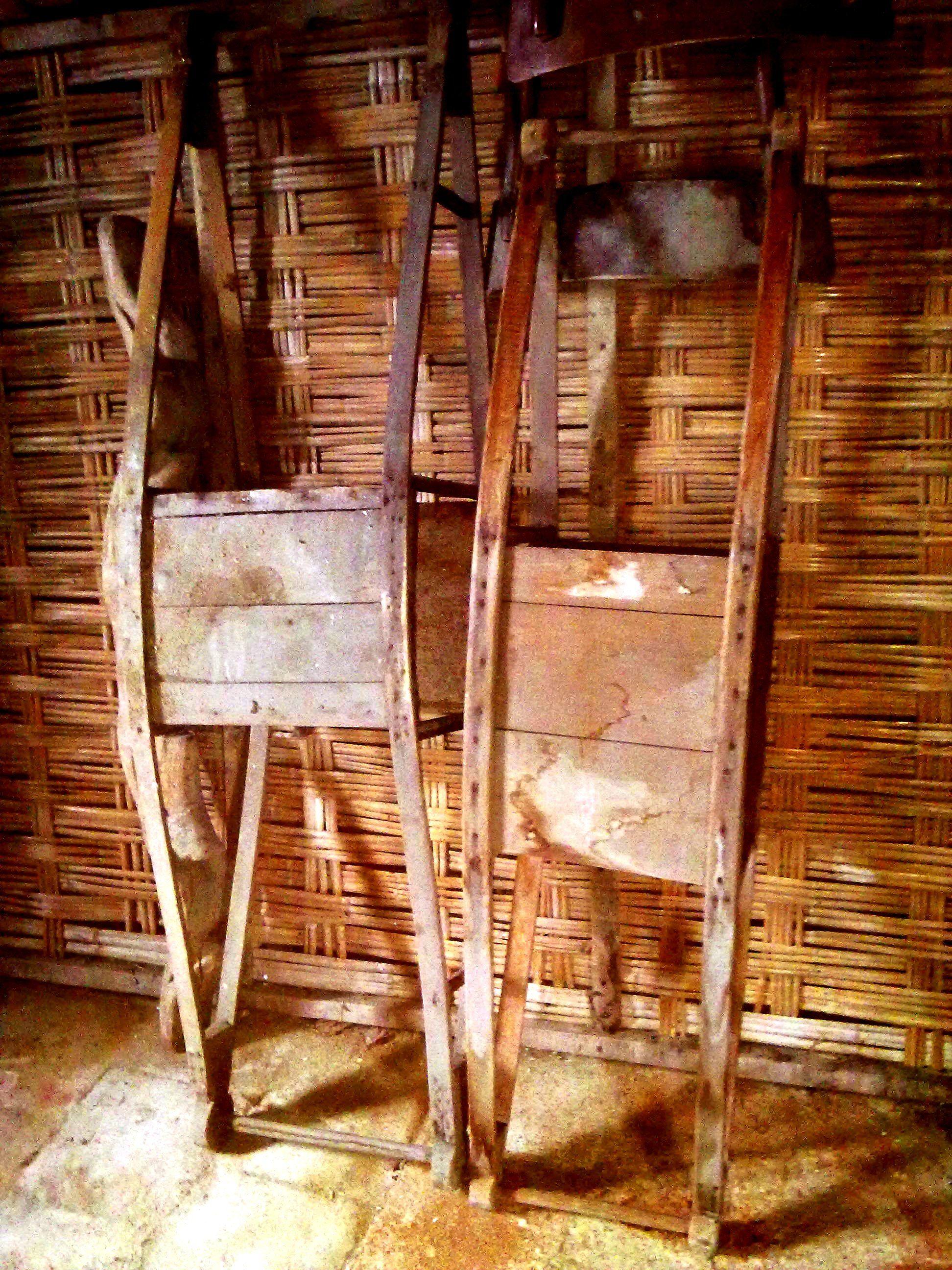 Vecchi supporti in legno per scaldaletto venivano messi nei letti per tenere le coperte sollevate