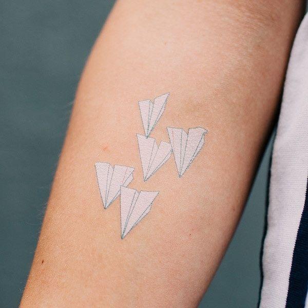 белые татуировки для девушек фото