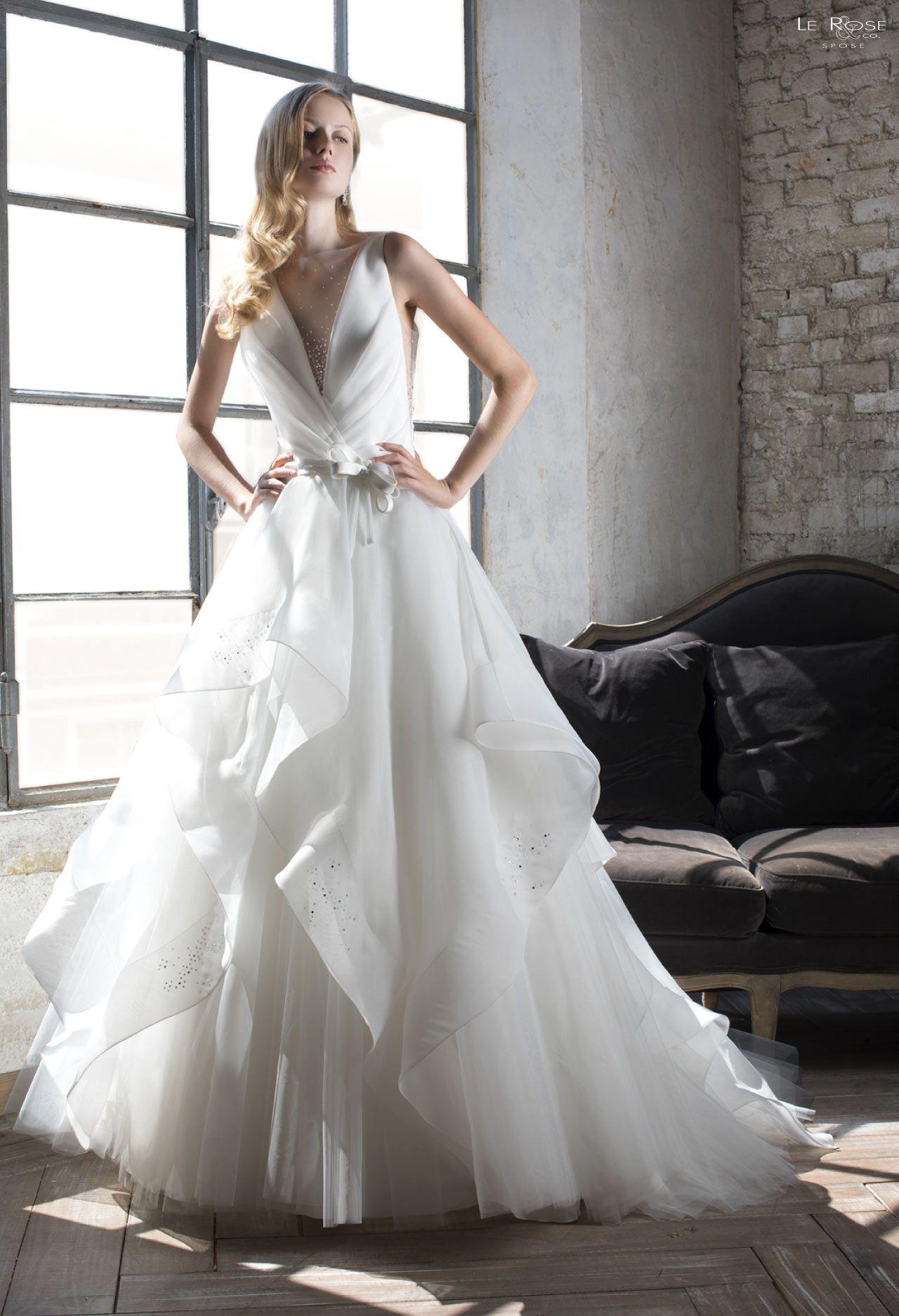 d68eb2c9e994 Vestito da sposa della collezione Le Rose Spose 2019 disponibile presso il negozio  Boutique Velo