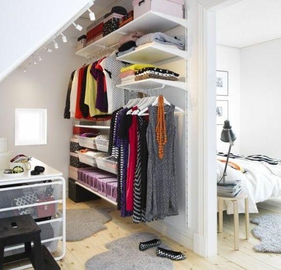 Walk in behind bed!! | herbergi | Pinterest | Dachzimmer, Kleine ...