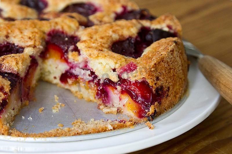 Пирог со сливами - быстрый и доступный рецепт без масла | Рецепты выпечки,  Десерты, Рецепты десертов