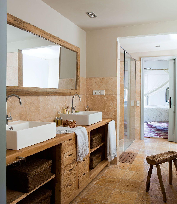 Ba o con revestimiento mueble de madera espejo y for Muebles imitacion diseno
