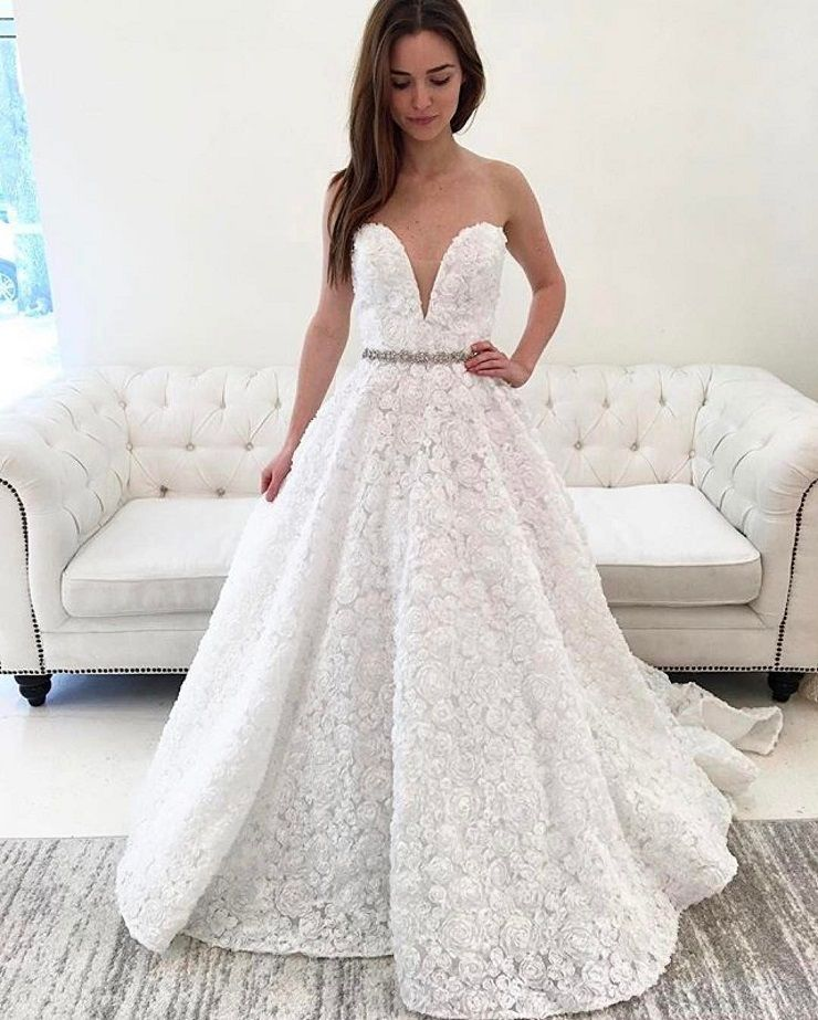 Beautiful plugin neckline wedding dress #weddingdress #bridaldress #weddingdresses #weddinggown #weddinggowns #bride #weddinginspiration