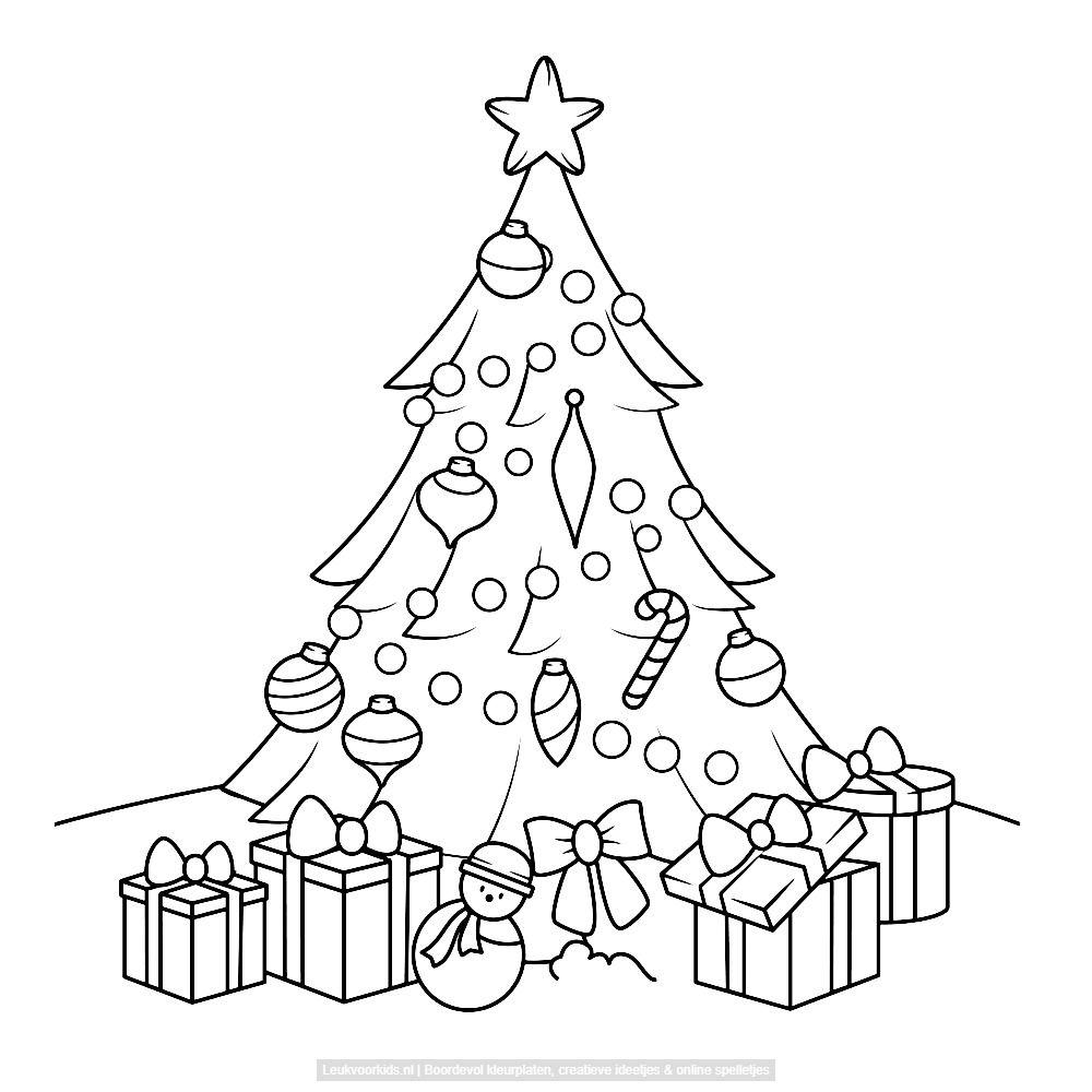 bekijk een kerstboom met cadeau s kleurplaat kerstmis