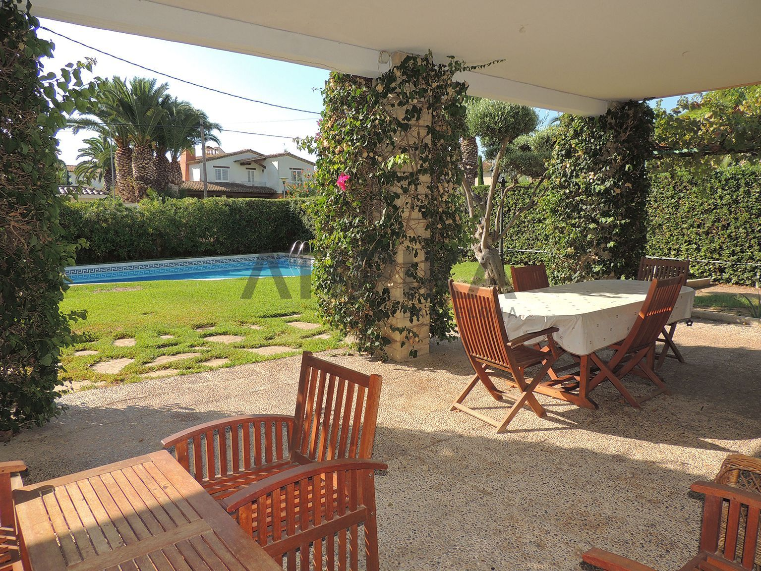 REF. 10355T Detached house with for #rent with private swimming pool, in one of the best areas of Sitges. Laid out in 2 floors, on a 1233sq m plot of land. Located in #Terramar  #Sitges #ElGarraf #Barcelona #SeaAtipikaBarcelona #AtipikaBarcelona #AtipikaBcn #RealEstate www.atipika.com