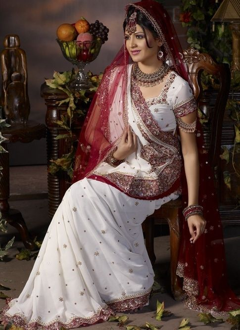 81742442d95 What does a bride wear in a Gujarati wedding? - Quora | My Indian ...