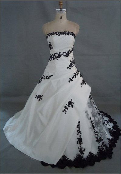 Wedding dress embroidered with black