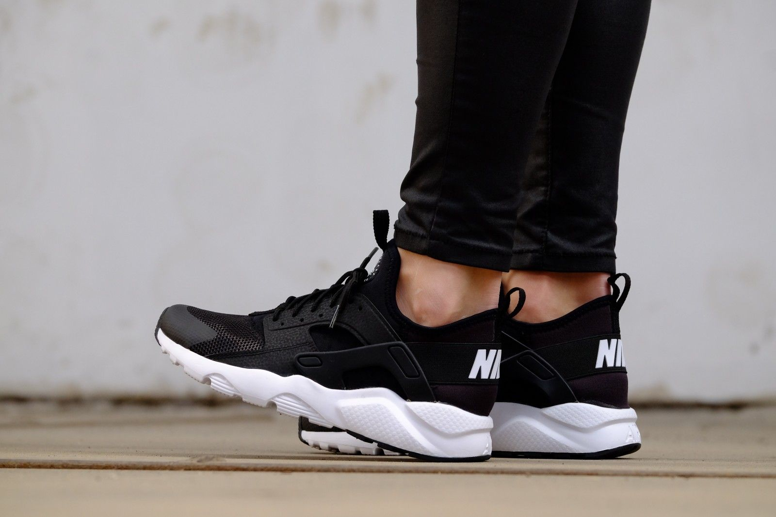 nike huarache run ultra zwart