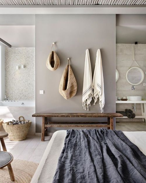 Rustic country Inn with African baskets and fabric. | Deco ...