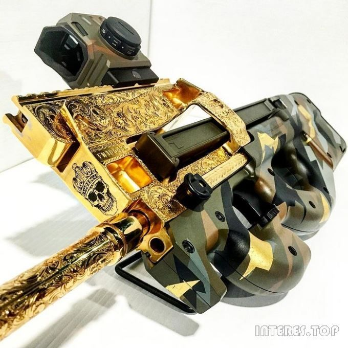 Unique Firearms Company has recently published several photos of unusual tuning submachine gun FN PS90.   Tuning involves coating gold weapons, other precious metals, as well as highly detailed engraving. Typically, such weapons can only be seen in the movies in the hands of drug lords or dictators.
