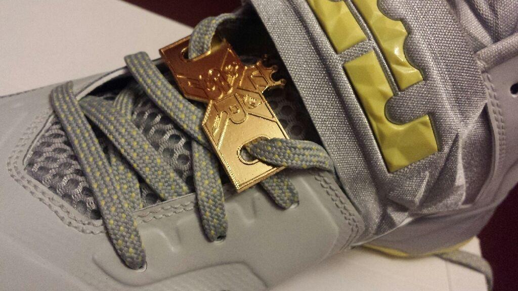 Metal shoe Lace Locks For Nike Lebron Jordan Sneaker Pimp Crown eXclusive