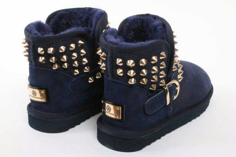 20d2ecdbf66 Uggs with spikes | {S H O E G A M E !} | Shoes, Nike shoes outlet, Uggs